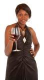 Mulher que sere um vidro do vinho vermelho Fotografia de Stock Royalty Free