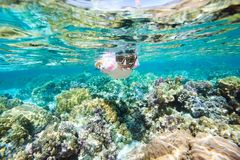 Mulher que snorkeling Imagens de Stock Royalty Free