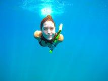Mulher que snorkeling Fotografia de Stock