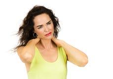 Mulher que sofre da dor de pescoço foto de stock