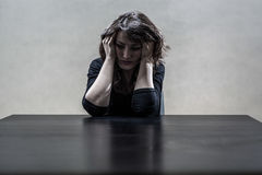 Mulher que sofre de uma depressão severa Imagens de Stock