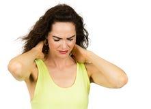 Mulher que sofre do pescoço dorido duro imagem de stock