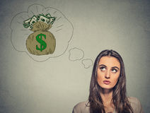 Mulher que sonha do dinheiro financeiro do sucesso Imagens de Stock