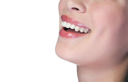 Mulher que sorri com grandes dentes Fotografia de Stock Royalty Free