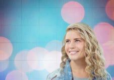 Mulher que sorri com pontos cor-de-rosa Fotos de Stock