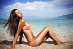 Mulher que sunbathing Foto de Stock Royalty Free