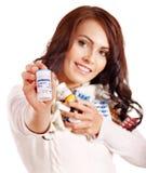 Mulher que tem comprimidos e tabuletas. Imagens de Stock Royalty Free