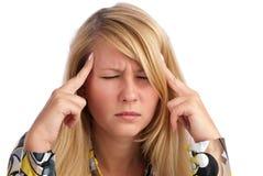 Mulher que tem a dor de cabeça Imagens de Stock
