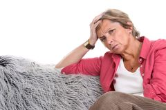 Mulher que tem a dor de cabeça imagens de stock royalty free