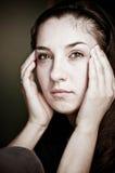 Mulher que tem a dor de cabeça Foto de Stock