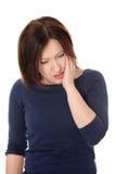 Mulher que tem a dor terrível do dente Fotos de Stock Royalty Free