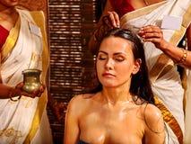 Mulher que tem o tratamento dos termas do ayurveda Foto de Stock Royalty Free