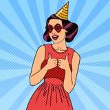 Mulher que tem um partido no chapéu da celebração Pop art ilustração stock