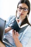 Mulher que toma notas em casa Imagem de Stock Royalty Free
