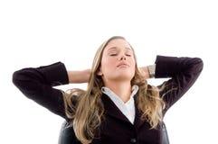 Mulher que toma o descanso Fotografia de Stock