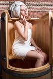 A mulher que toma tratamentos dos termas Imagem de Stock Royalty Free