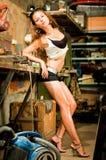 Mulher que trabalha com ferramentas Foto de Stock Royalty Free