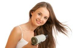 Mulher que usa o hairdryer Fotografia de Stock Royalty Free