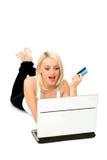 Mulher que usa o portátil Fotos de Stock Royalty Free