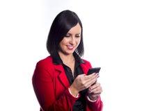 Mulher que usa um telefone móvel Fotografia de Stock