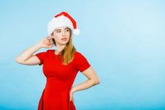 Mulher que veste o traje do ajudante de Santa Claus Fotos de Stock