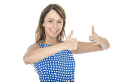Mulher que veste a polca azul Dot Dress Thumbs Up Fotografia de Stock