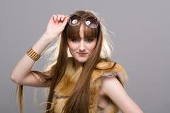Mulher que veste uma pele de raposa Foto de Stock