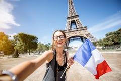 Mulher que viaja em Paris imagens de stock royalty free