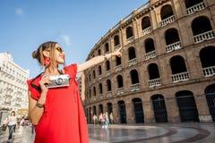Mulher que viaja na cidade de Valência fotografia de stock