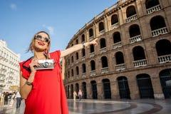 Mulher que viaja na cidade de Valência imagens de stock royalty free