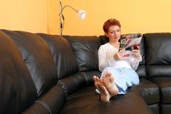 Mulher Relaxed fotografia de stock