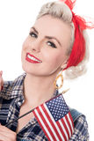 A mulher retro bonita comemora o 4 de julho, isolado no branco Foto de Stock Royalty Free