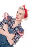 A mulher retro bonita comemora o 4 de julho, isolado no branco imagem de stock royalty free
