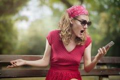 Mulher retro vermelha chocada Imagens de Stock Royalty Free
