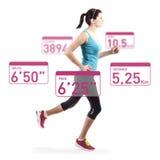 Mulher running sobre o fundo branco Fotografia de Stock Royalty Free