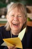 Mulher sênior com cartão Fotos de Stock