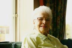 Mulher sênior de sorriso foto de stock