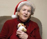 Mulher sênior engraçada no Natal foto de stock