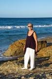 Mulher sênior pelo mar Imagem de Stock Royalty Free