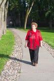 Mulher sênior que anda ao ar livre Foto de Stock Royalty Free