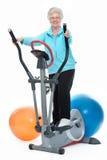 Mulher sênior que exercita em deslizante Fotos de Stock Royalty Free