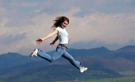 A mulher salta Fotografia de Stock Royalty Free