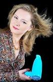 A mulher seca o cabelo o secador de cabelo Foto de Stock