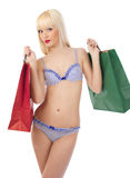 Mulher sedutor na roupa interior com sacos de compra Foto de Stock