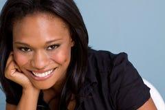Mulher segura afro-americano feliz fotos de stock