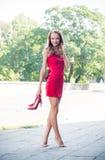 Mulher sem suas sapatas Imagens de Stock Royalty Free