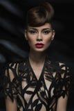 Mulher sensual com bordos vermelhos Foto de Stock Royalty Free