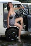 Mulher sensual que senta o carro retro Foto de Stock Royalty Free