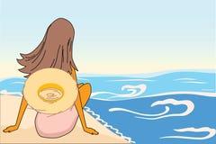 A mulher senta-se na praia da areia Foto de Stock Royalty Free