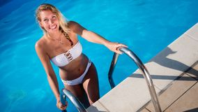 Mulher 'sexy' bonita na associação imagem de stock royalty free